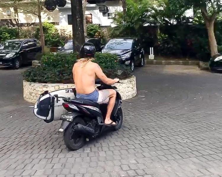 surfing uluwatu scooter rental