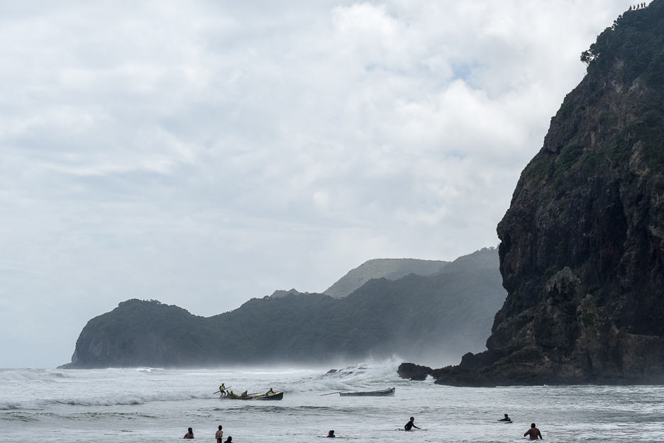 surfing new zealand piha big wave classic