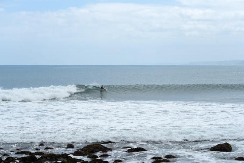 surfing new zealand raglan whale bay