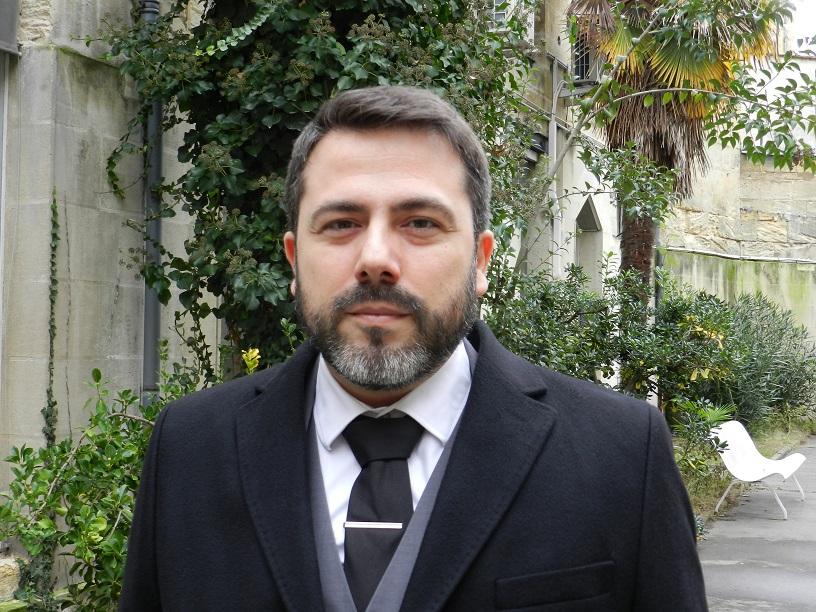 EM REDE SOCIAL, DANIEL OLIVEIRA BATE BOCA COM APROVADOS EM