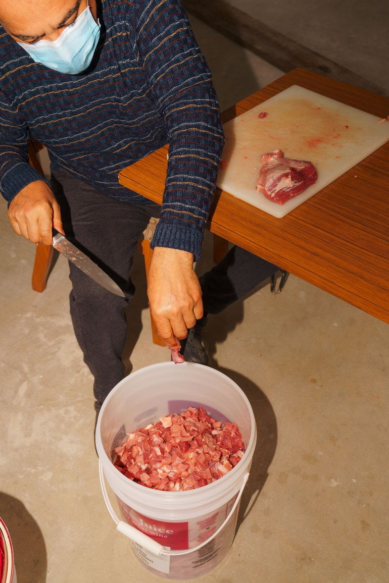cutting-meat for Portuguese chouriço