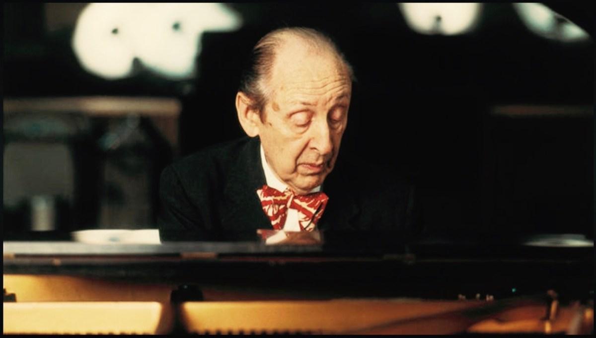 Horowitz plays the bedroom