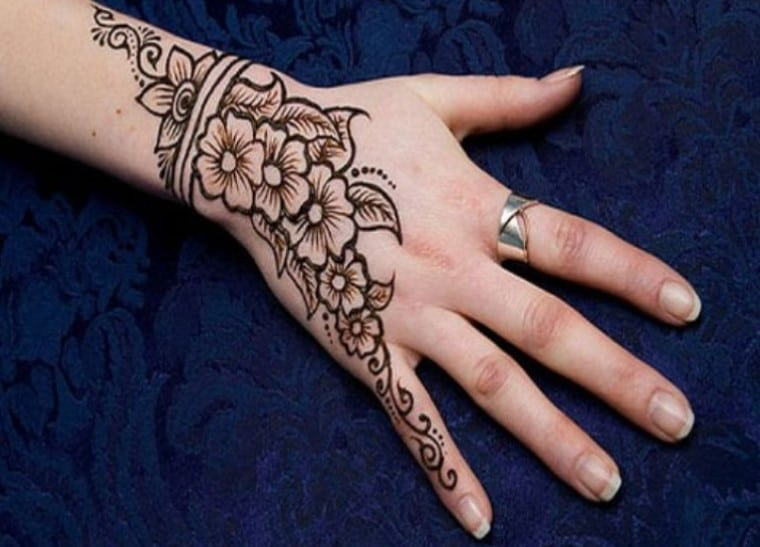 Gambar Henna Tangan Simple