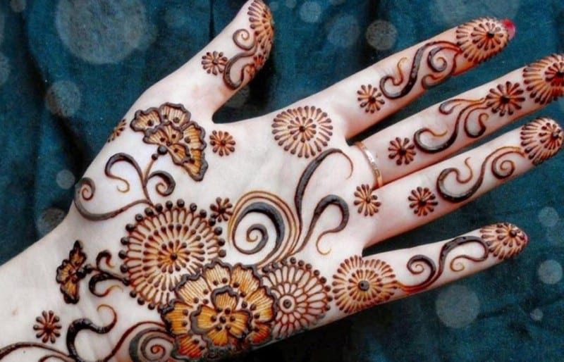 Henna Tangan Cantik, Mudah, dan Simple + Video Tutorialnya