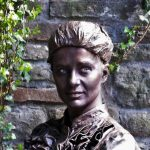 Marie Curie - living statue