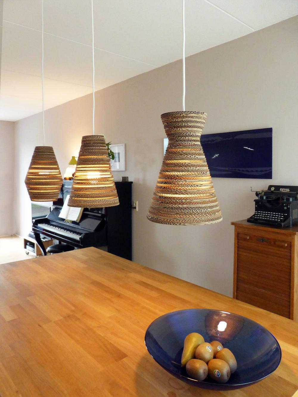 Eettafel lamp van karton Pera Light  Luuxoo verlichting