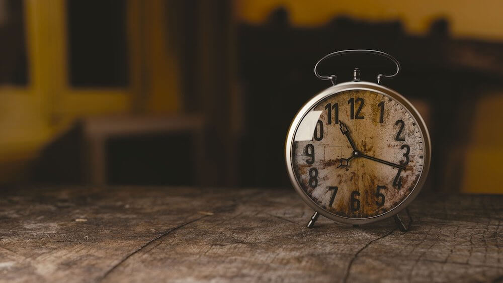 image of clock, describing time restrictive diets.