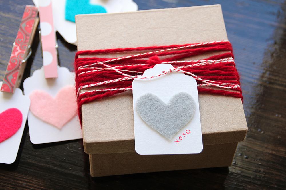 Make This Felt Heart Valentine Gift Tag Lovecupcakes