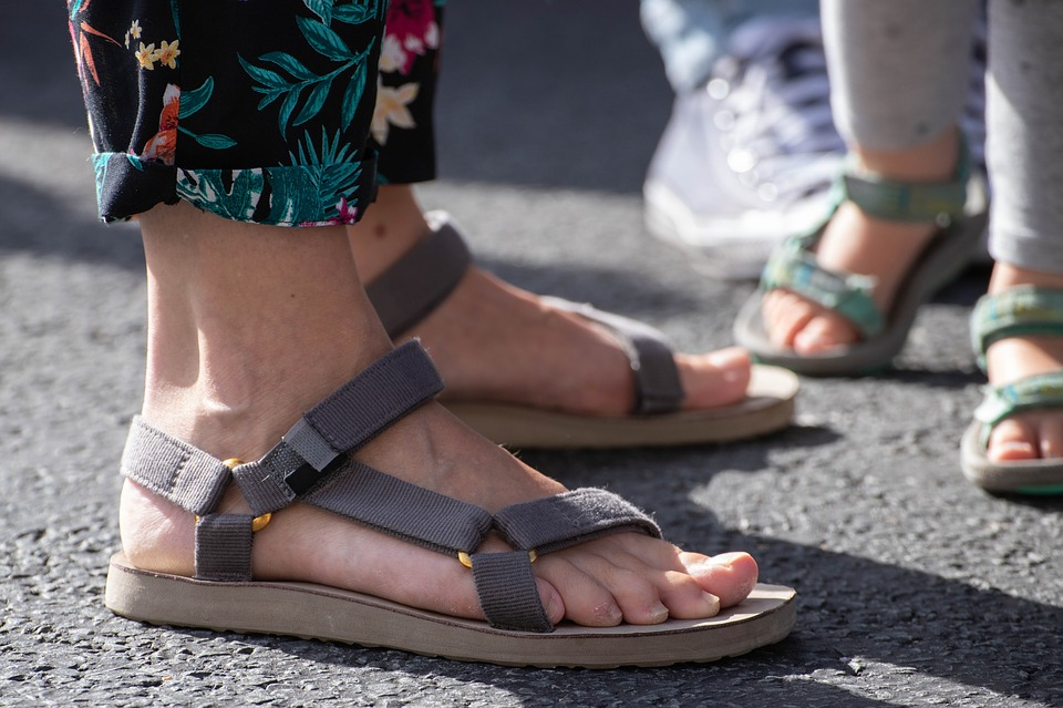 cuidado de la piel de los pies en verano
