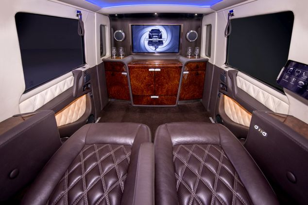 the-g63-limos-cabin-is-pretty-much-palatial-it-features-vast-quantities-of-fine-leather-and-wood-veneer-as-expected-for-a-car-of-this-price-point_gallery_imagex423