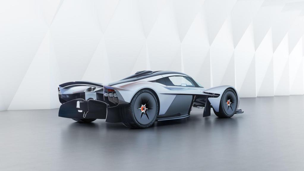 aston-martin-valkyrie-with-near-production-body (1)