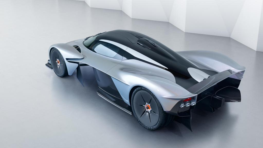 aston-martin-valkyrie-with-near-production-body (4)
