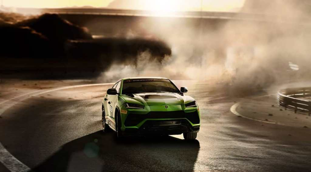 Green-Lamborghini-Urus-02