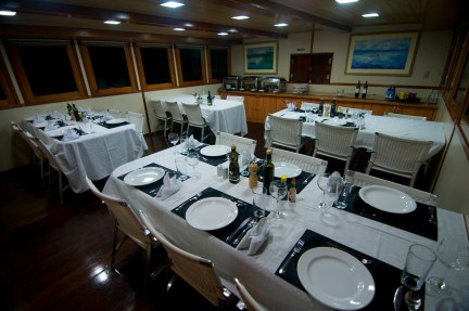 The dining room aboard the Anna Beatriz I is set for a variety of delicious 3-course meals. (photo by Larry Larsen)