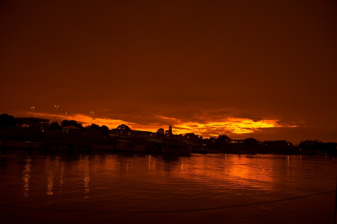 9A sunrise in the Amazon is usually one to put in your memory bank. (photo by Larry Larsen)