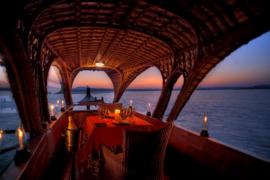 Boat Dining