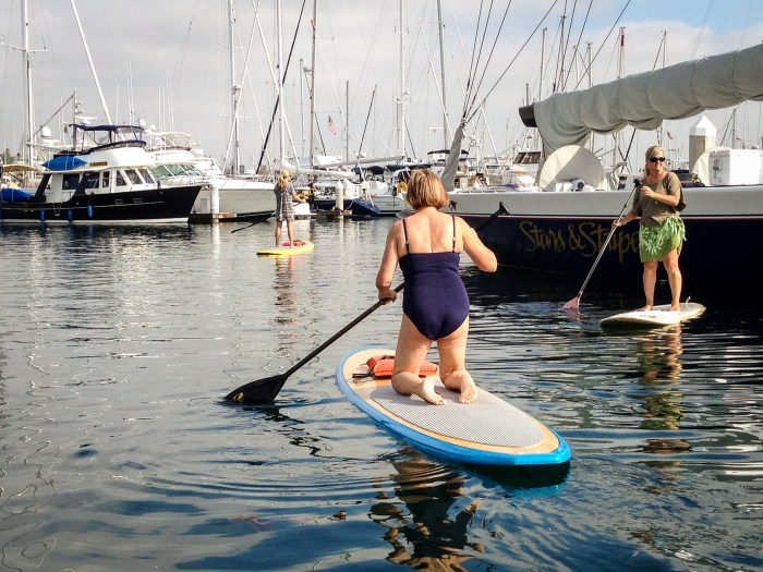 Knee  before standing up on a paddle board.