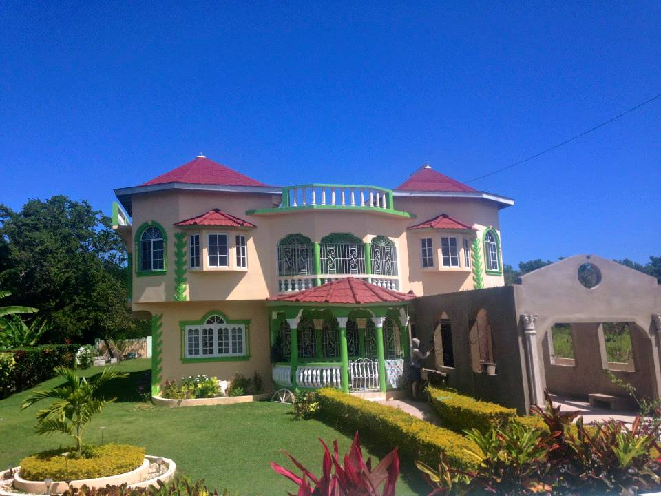 Many elaborate and customized homes dot the Jamaican countryside. (Photography Jenna Intersimone)