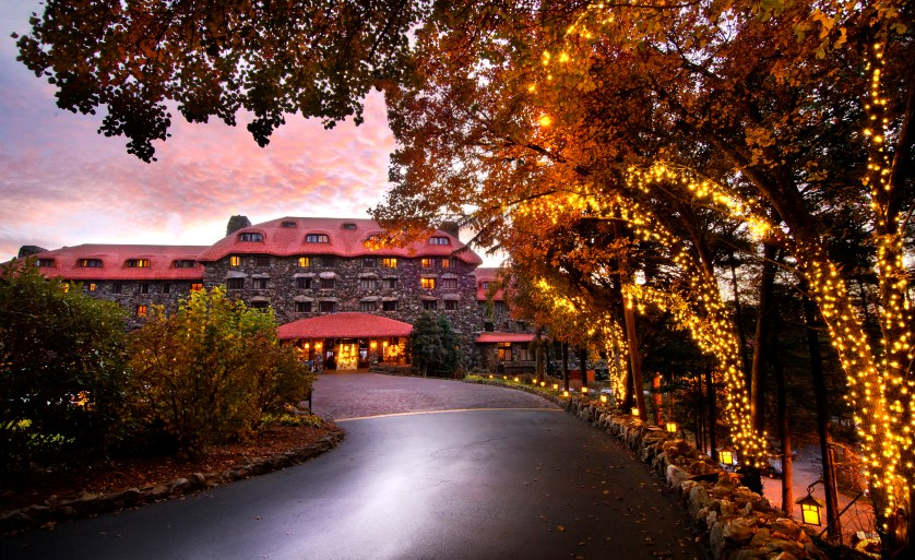 The Omni Grove Park Inn is Wrapped in Luxury for the Holidays
