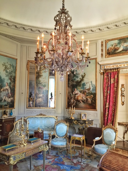 Leah Travels France_Museum2_November