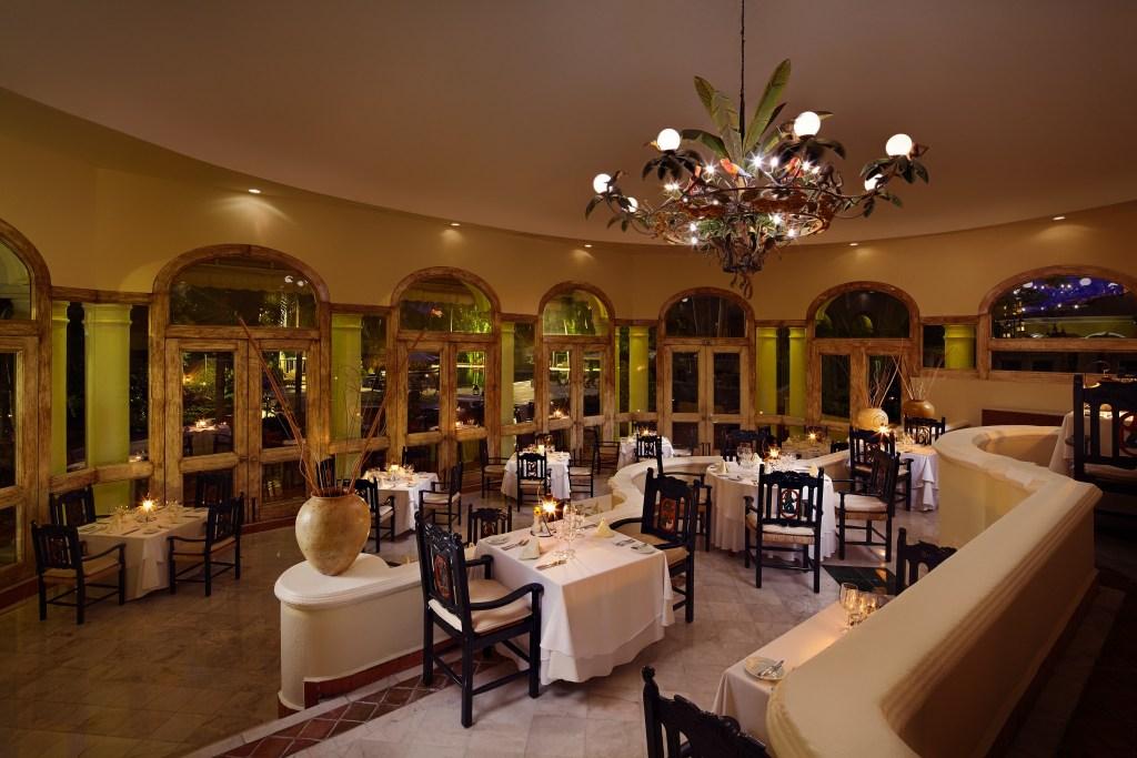 casa-velas-emiliano-restaurant