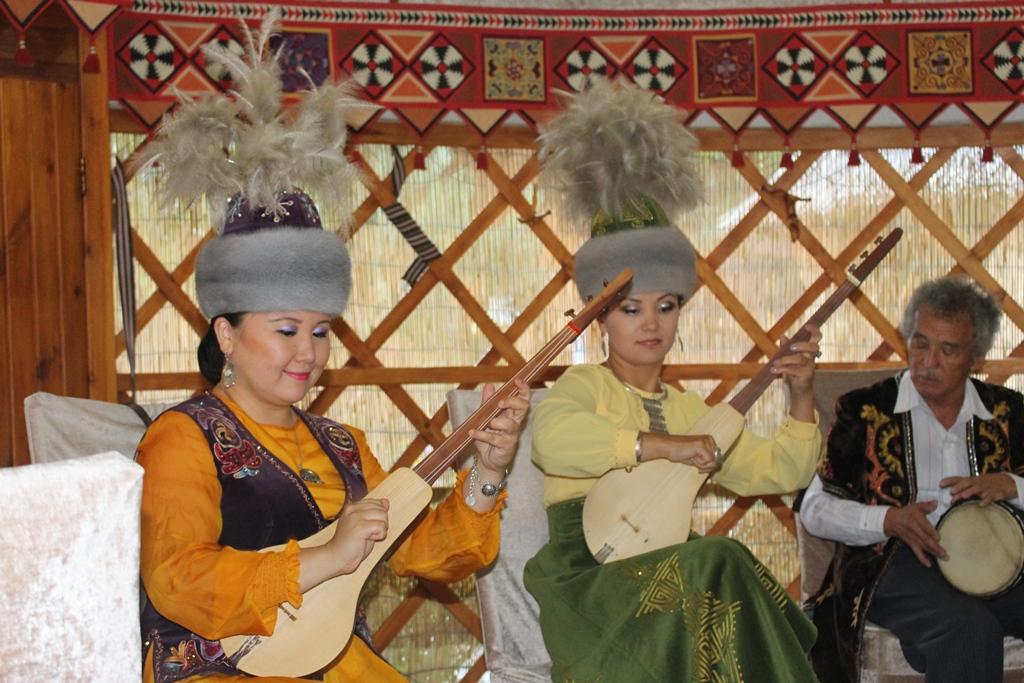 Fol show Kyrgyzstan