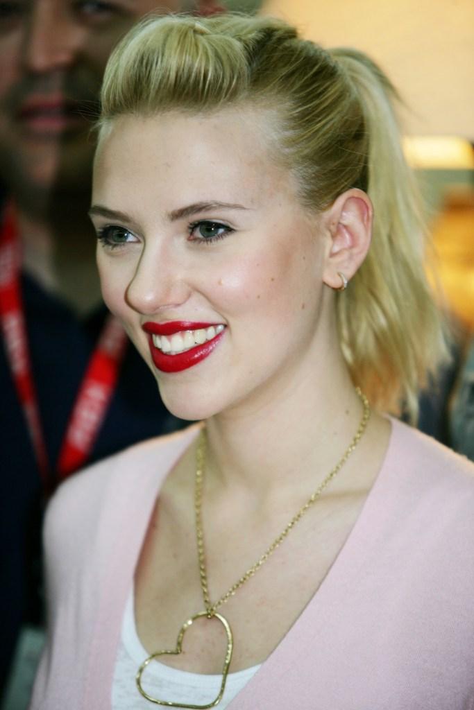 scarlet johansson achieving a celebrity look