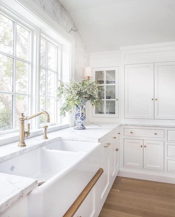 Shaws Edgworth fireclay butler sink. Distributed in Australia by Luxe by Design, Brisbane.