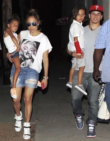 Casper Smart Jennifer Lopez hurts children. Twins respond in kind