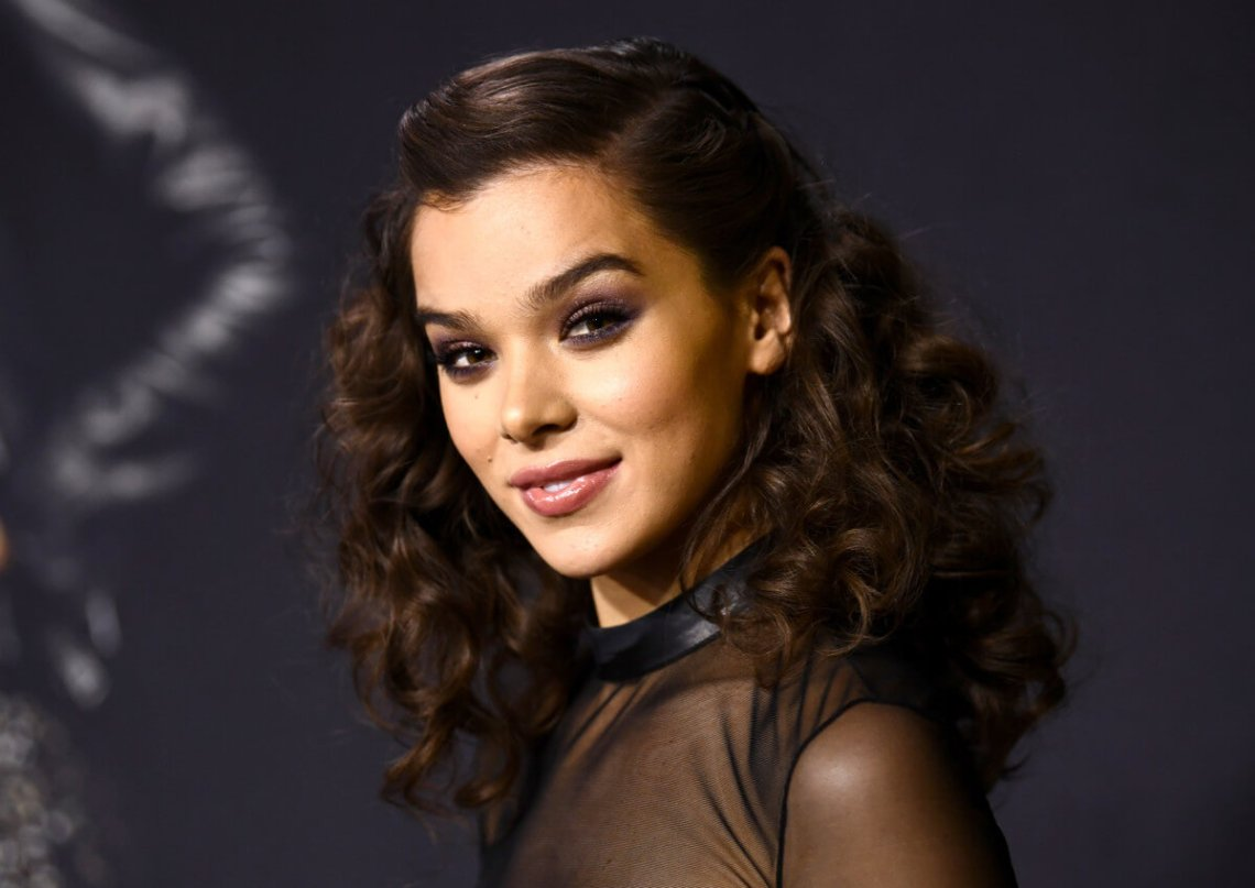Hailee Steinfeld 6 new ways to wear waves and curls 2
