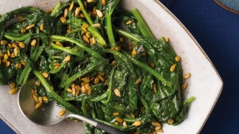 Spicy spinach with sunflower seeds