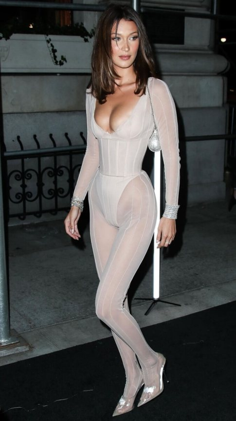 Bella Hadid naked body