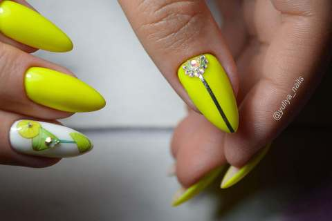 Manicure in bright colors