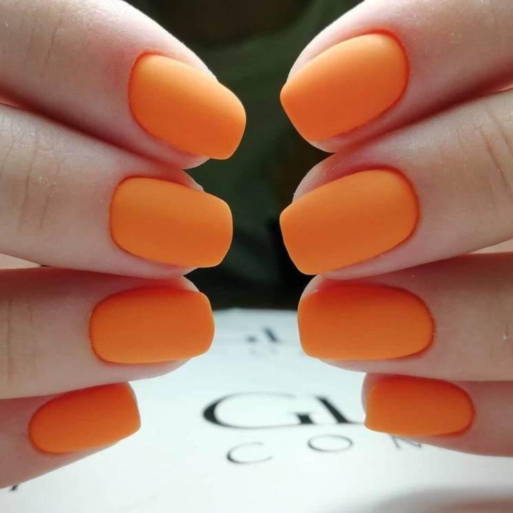 Solid color matte manicure