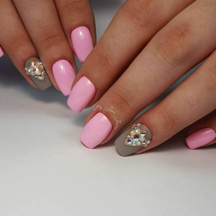 Manicure pink with gray