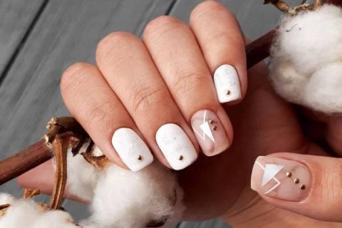 Matte minimalism summer manicure