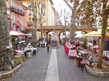 LuxeGetaways - Luxury Travel - Luxury Travel Magazine - Luxe Getaways - Luxury Lifestyle - Digital Travel Magazine - Travel Magazine - Girls Getaway to Cote d'Azur - Priscilla Pilon - Menton Market