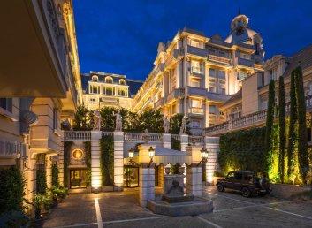 LuxeGetaways - Luxury Travel - Luxury Travel Magazine - Luxe Getaways - Luxury Lifestyle - Digital Travel Magazine - Travel Magazine - Girls Getaway to Cote d'Azur - Priscilla Pilon - Hotel Metropole