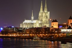 LuxeGetaways - Luxury Travel - Luxury Travel Magazine - Luxe Getaways - Luxury Lifestyle - Christmas Market Cruise - Viking River Cruse - Cologne Cathedral