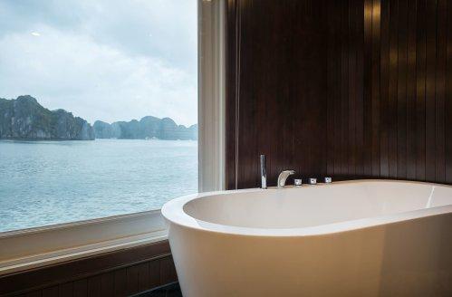 LuxeGetaways - Luxury Travel - Luxury Travel Magazine - Luxe Getaways - Luxury Lifestyle - Paradise Elegance Vietnam - River Cruise - bathtub