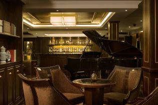 LuxeGetaways - Luxury Travel - Luxury Travel Magazine - Luxe Getaways - Luxury Lifestyle - Paradise Elegance Vietnam - River Cruise - Dining - Piano Bar Corner