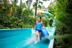 LuxeGetaways - Luxury Travel - Luxury Travel Magazine - Katie Dillon - LaJolla Mom - Family Travel - Singapore - Adventure Cove Water Park