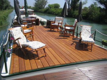 LuxeGetaways - Luxury Travel - Luxury Travel Magazine - Barge Cruise - Abercrombie and Kent - A&K - Geoffrey Kent - France Barge Cruises - Holland Barge Cruise - Saroche Barge