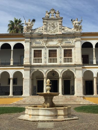 evora-university-courtyard