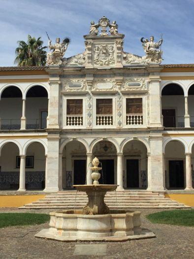 evora-university-courtyard