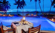 LuxeGetaways - Luxury Travel - Luxury Travel Magazine - Romantic Travel Getaways - Fiji - Fiji Resort - poolside dining