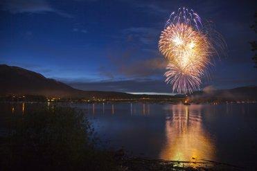 LuxeGetaways - Luxury Travel - Luxury Travel Magazine - Frisco Colorado - July 4 - Fireworks over lake