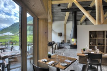 LuxeGetaways_Chedi-Andermatt_Switzerland_Slimming-Wellness-Retreat_Club-House_Restaurant