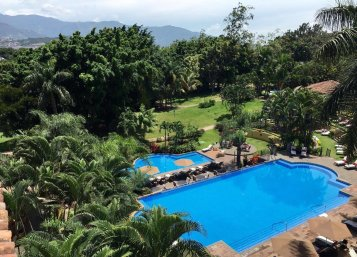 LuxeGetaways - 25 Poolside Experiences - Luxury Hotel Pools - Costa Rica Marriott