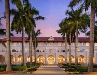 LuxeGetaways - 25 Poolside Experiences - Luxury Hotel Pools - Casa Marina Waldorf Astoria